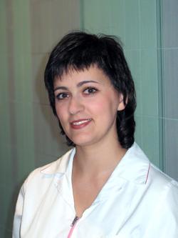 В 2002 году с отличием закончила омский